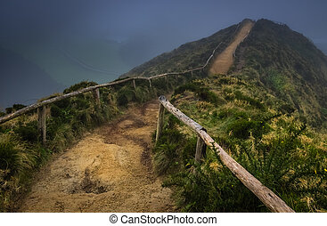 Pathway to the Sete Cidades viewpoint - Walking path to the...