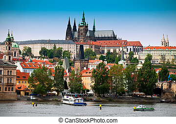 Prague castle and Saint Vitus cathedral - Beautiful view to...