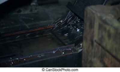 conveyor for chips on CNC - conveyor discharge of the swarf...