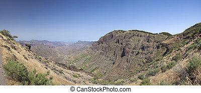 Gran Canaria, Caldera de Tejeda, steep north walls of the...