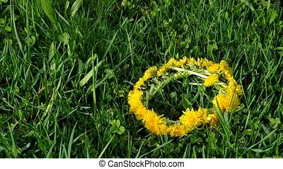 Wreath and bouquet of dandelions - Wreath of dandelions and...