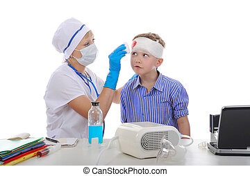 Doctor bandaged the boy\'s head.