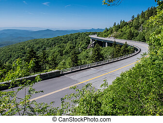 Linn Cove Viaduct Stretches Out over rocky mountain