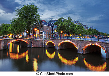 Amsterdam Canal at dusk - Amsterdam Canal and Light