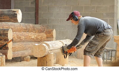 Man cuts off beam chainsaw for future log cabin Construction...