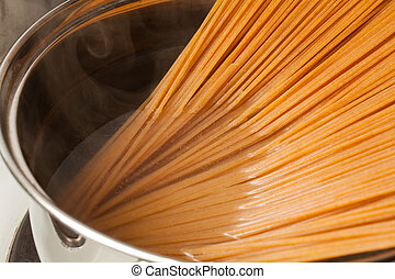 Wholemeal spaghetti into the casserole