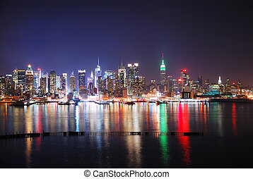 NEW YORK CITY SKYLINE AT NIGHT - New York City Skyline at...