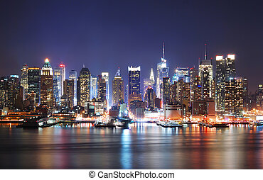 MORDERN CITY NIGHT SCENE - Mordern city night scene New York...