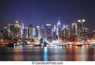 MORDERN CITY NIGHT SCENE - Mordern city night scene. New...
