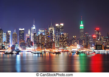 URBAN CITY NIGHT SCENE - Urban city night scene Empire State...