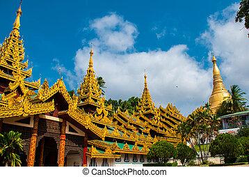Shwedagon Paya pagoda. Yangon, Myanmar. Burma
