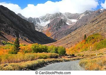Sierra Nevada mountains - Autumn landscape in Sierra Nevada...