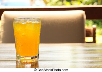 Carbonated drink with ice