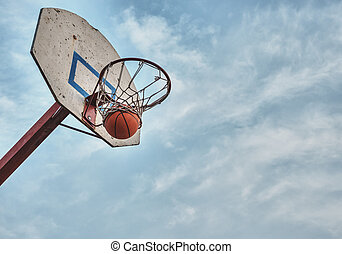 The ball flew into the basket. - Basketball in the ring...