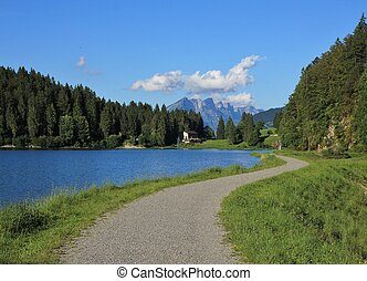 Trail leading around lake Obersee - Travel destination...