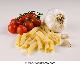 raw macaroni with tomato and garlic