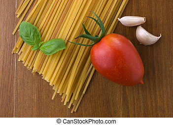 raw spaghetti with tomato a garlic and basil