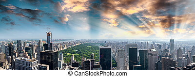 Panoramic aerial view of Central Park and surrounding buildings - Manhattan, New York