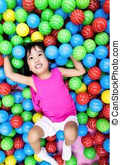 わずかしか, ボール, カラフルである, 中国語, プラスチック, アジア人, 女の子, 遊び
