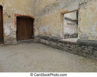 Puerta - Restos de una puerta y ventana