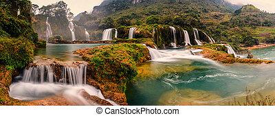 Ban Gioc waterfall - Ban gioc waterfall is located in the...