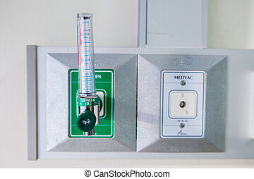 Oxygen piping and regulator with flow meter for patient