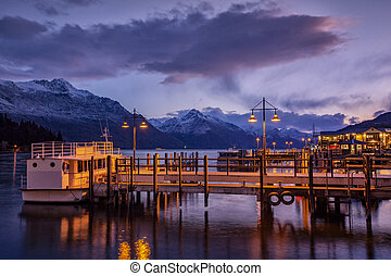beautiful scenic of lake wakatipu queenstown south island...