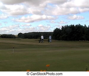 Lady golfers walking up fairway - Video lady golfers walking...