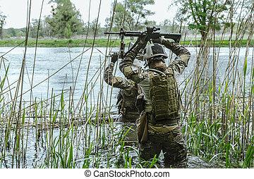 verde, boinas, soldados, en, acción
