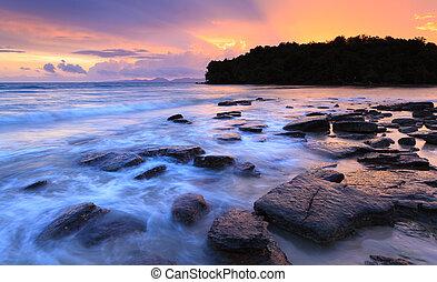 Seascape of Klong muang beach at sunset, Krabi, Thailand -...