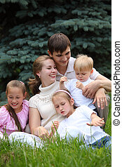 family of five outdoor in summer
