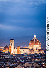 Night view of the basilica in Florence, Italy