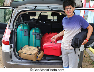 boy with glasses loaded the trunk - young boy with glasses...