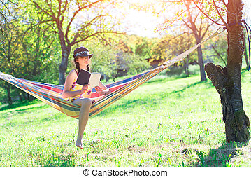 leggere, donna, amaca, seduta