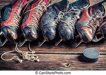 Retro hockey skates