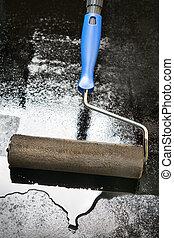 mastic, asfalto, capa, Utilizar, Un, Pintura, rodillo