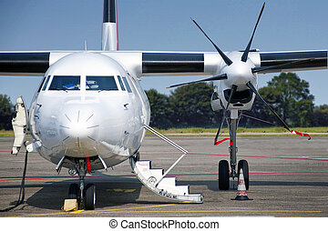 Propellor aircraft - Commercial aircraft, seen from the font