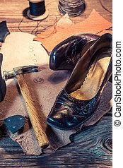 Zapatero, Lugar de trabajo, con, herramientas, zapatos, y,...