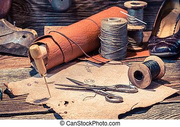 viejo, Zapatero, taller, con, herramientas, zapatos, y,...