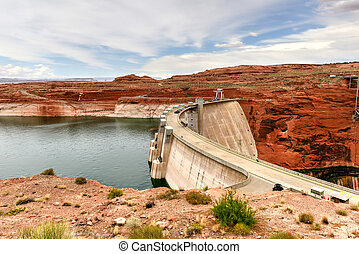 Glen Canyon Dam - Lake Powell and Glen Canyon Dam in the...