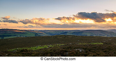 Peak District pano - A beautiful sunset panoramic in the...