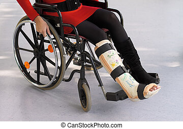 Woman with leg in plaster - bad response status: 404