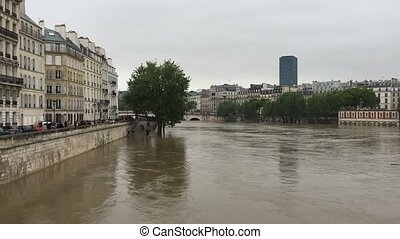 High water on the Seine in Paris - Heavy rain swells the...
