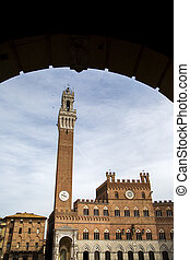 Palazzo Publico and Torre del Mangia in Siena, Italy - View...