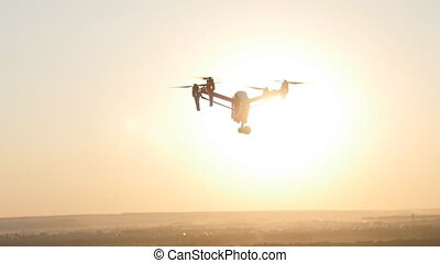 Quadrocopter drone with remote control. - quadrocopter drone...