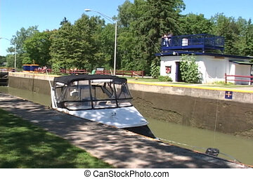 Disappearing yacht - A yacht locks down in the Erie Canal in...