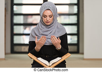 Woman Praying In The Mosque And Reading Quran - Muslim Woman...