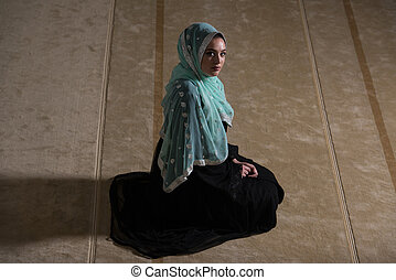 Caucasian Muslim Girl Praying - Caucasian Female Muslim...