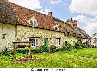 Stone cottages of Great Milton, Oxfordshire, England -...
