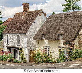 Cottages in Great Milton village, Oxfordshire, England -...